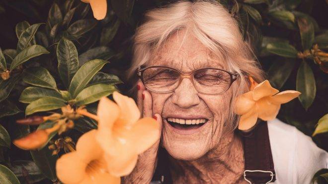 A abordagem centrada na pessoa idosa surgiu nos Estados Unidos e leva em conta seu repertório de vida da pessoa