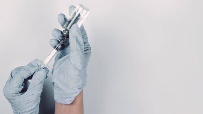 Tendo os primeiros resultados da vacina no fim deste ano, o registro já poderia ser obtido até meados do ano que vem