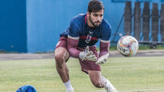 Alisson volta ao time do Paraná no clássico.