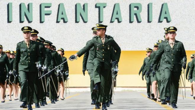 Formatura de novos oficiais do Exército: atualização da política nacional de defesa do país cita risco de haver conflitos na América do Sul nos próximos anos.