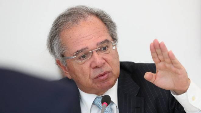 O ministro da Economia, Paulo Guedes, levou a proposta de reforma tributária ao Congresso nesta terça-feira (21).