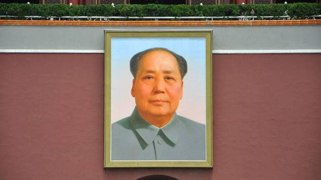 Retrato de Mao Tsé-Tung na Praça Tiananmen, centro de Pequim.
