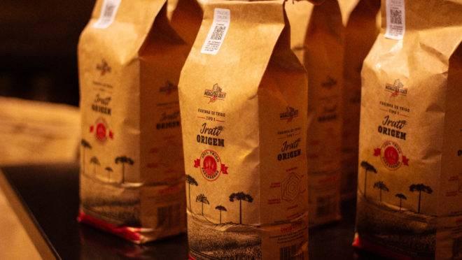 Farinha de trigo de origem da Moageira Irati é ideal para o preparo de pães de fermentação natural.