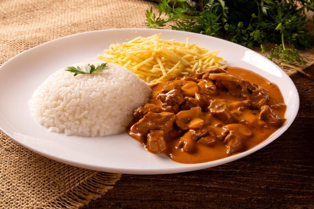 Estrogonofe de carne do La Cocina Gastronomia e Eventos. Foto: Divulgação<br />