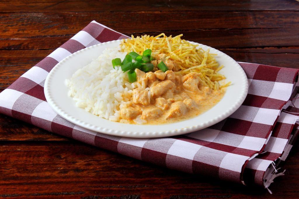 Estrogonofe de frango do La Cocina Gastronomia e Eventos. Foto: Divulgação