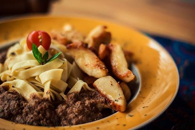 Fettuccine com frango e curry defumada do Curry Pasta. Foto: Divulgação