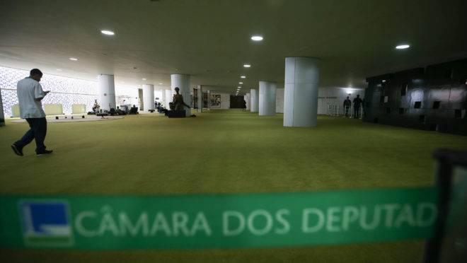 Projeto de lei que acaba com os supersalários do funcionalismo está parado na Câmara dos Deputados desde em 2018: proposta sofre resistência de servidores do Ministério Público e do Judiciário.