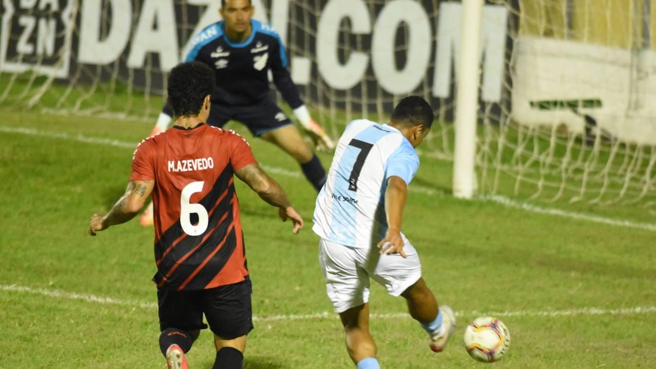 Athletico e Londrina ficaram no empate. Goleiro Santos defendeu um pênalti