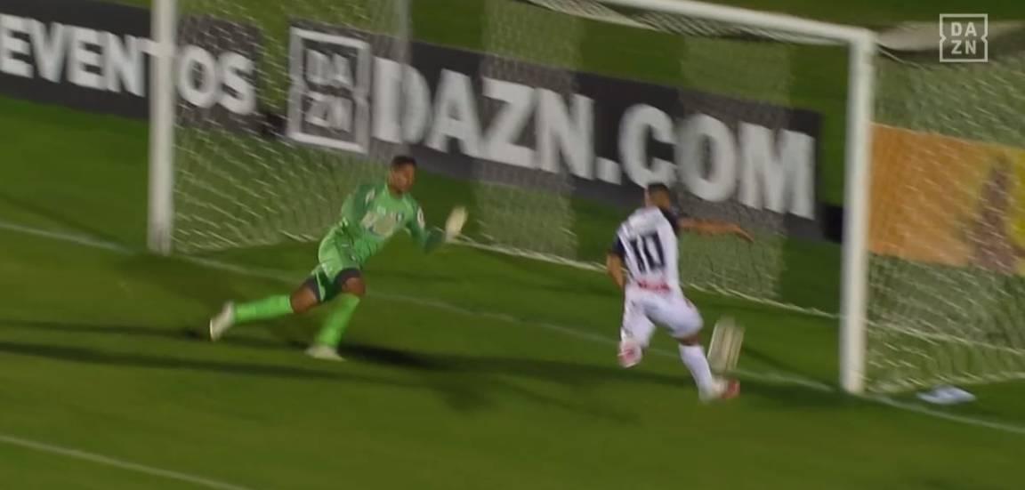 Tomás Bastos perdeu um grande gol logo no início da partida. Foto: Reprodução, Dazn