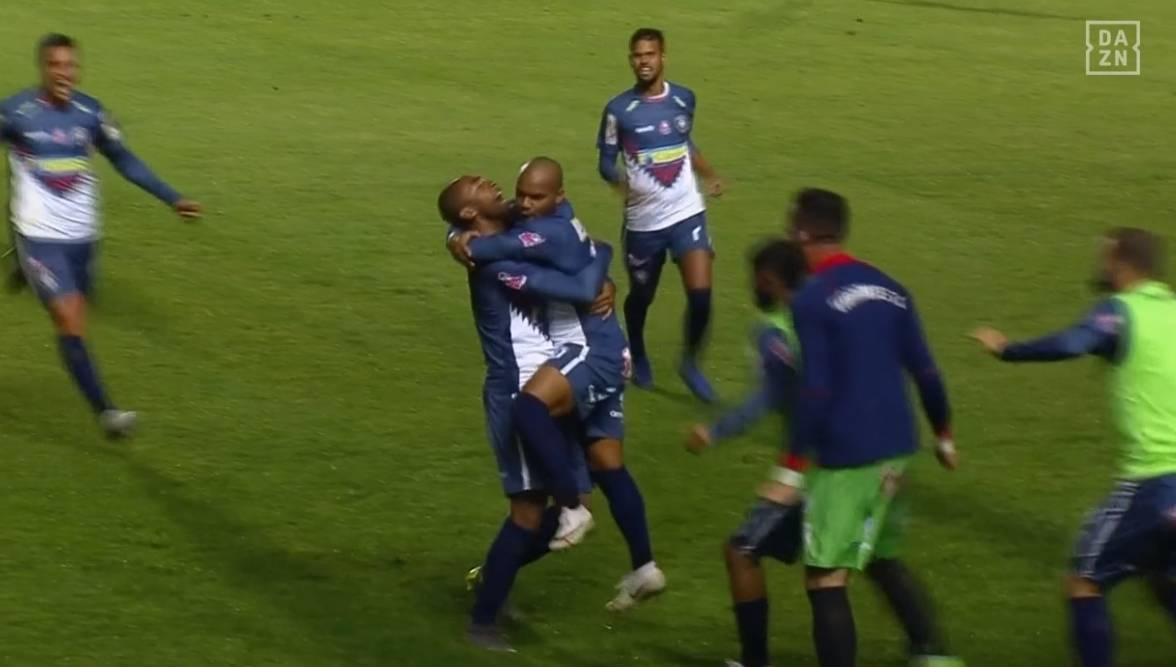 Jogadores do Cianorte comemoram o primeiro gol. Foto: Reprodução, Dazn