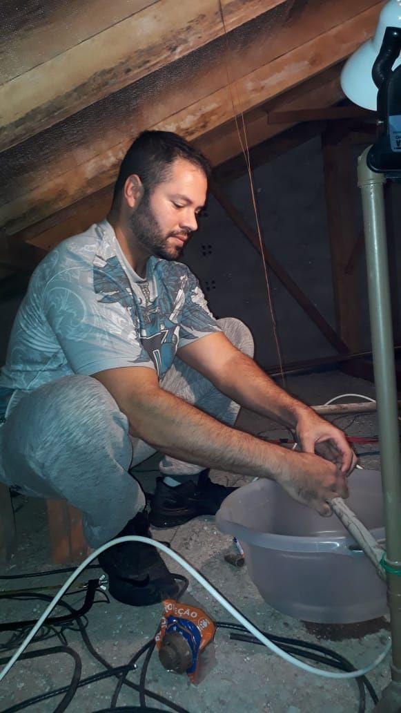 Bryam Silva reparou até a caixa d'água durante o isolamento social. Foto: Reprodução/Acervo pessoal