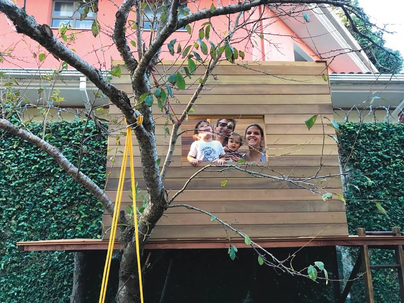Luana e Jefferson usaram a pandemia para construir casa na árvore para os filhos. Foto: Reprodução/Acervo pessoal