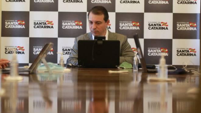 Governador de SC, Carlos Moisés, é alvo de processo de impeachment por causa de reajuste concedido a procuradores do estado sem aval da Alesc.