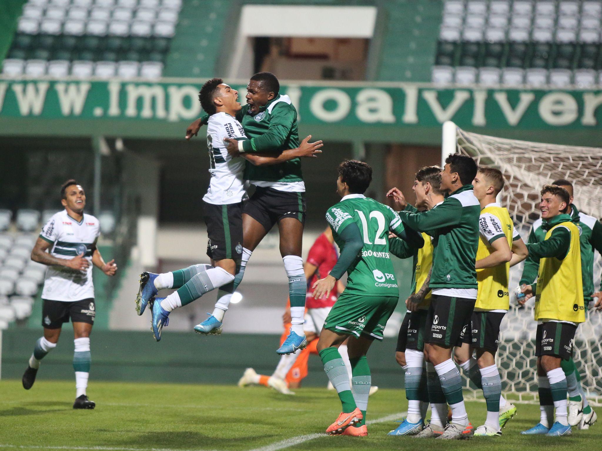 Jogadores do Coritiba comemoram o segundo gol do time. Foto: Divulgação, Coritiba