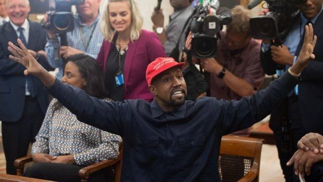 Na foto, o rapper Kanye West durante encontro com Donald Trump em 2018.