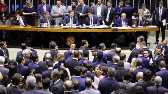"""Pandemia faz Congresso """"esquecer"""" da reforma política"""