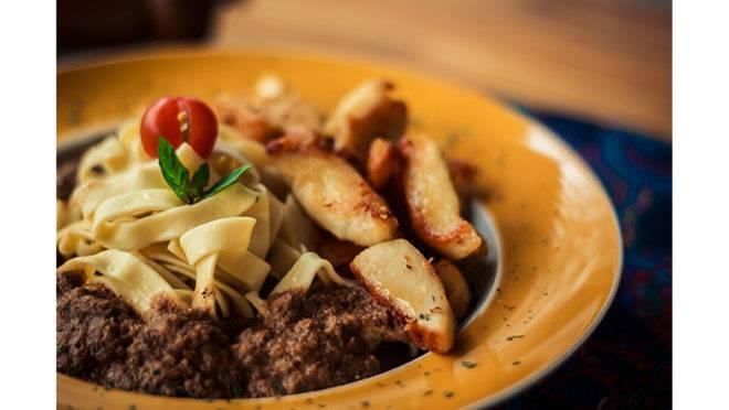 Fettuccine de Frango do Curry Pasta Cozinha de Fusão