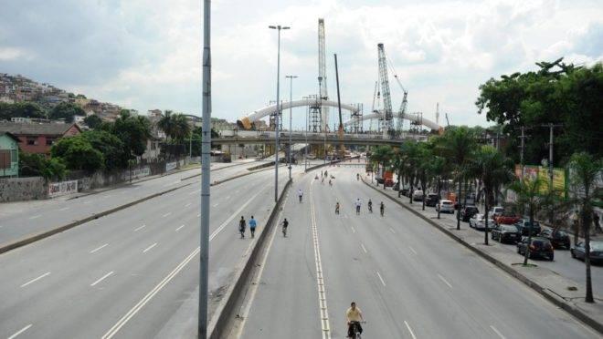 """Avenida Brasil, no Rio de Janeiro, corta comunidades do """"Complexo de Israel"""""""