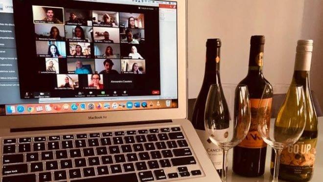Degustação de vinhos on-line da Total Vinhos.