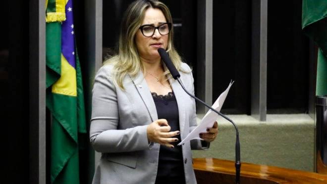 Primeira-dama do Piauí, a deputada Rejane Dias, foi alvo de operação da PF