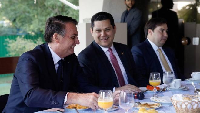 Bolsonaro e Davi Alcolumbre tem uma boa relação política, mas presidente do Senado também disse ter ficado insatisfeito com alguns vetos do chefe do Planalto.