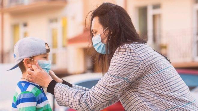 A máscara protege de formas mais graves da Covid-19 caso a pessoa seja infectada, apontam evidências