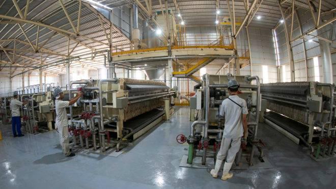 Impostos em cascata sobre a cadeia produtiva fazem com que indústria seja o segmento com maior carga tributária no país
