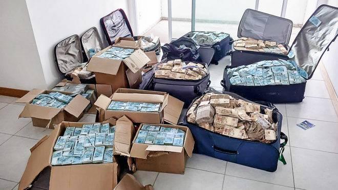 Polícia Federal apreendeu R$ 51 milhões em dinheiro vivo no apartamento do ex-ministro Geddel Vieira Lima, em 2017, em Salvador: transporte e ocultação da nota de R$ 200 demandaria menos malas e caixas.