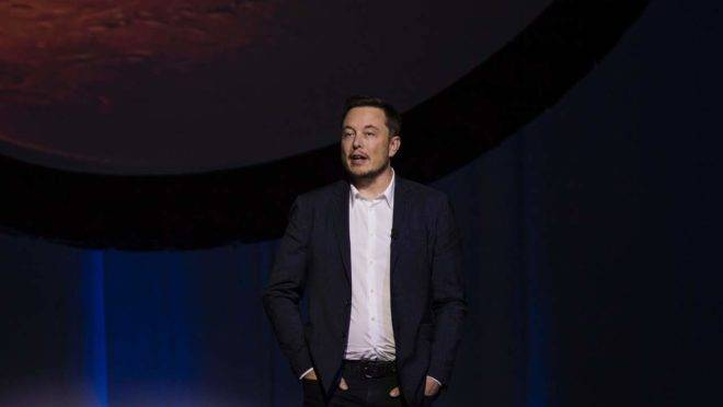 "Tesla Motors CEO Elon Musk speaks about the ""Interplanetary Transport System"" which aims to reach Mars with the first human crew in history, in the conference he gave during the 67th International Astronautical Congress in Guadalajara, Mexico on September 27, 2016. / AFP PHOTO / HECTOR GUERRERO"