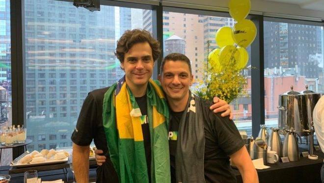 Guilheme Benchimol e Marcos Fernandes comemorando o IPO da XP em Nova York