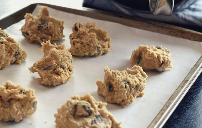 Para levar os cookies ao forno, utilize sempre papel manteiga, e não vegetal. Foto: Pixabay.