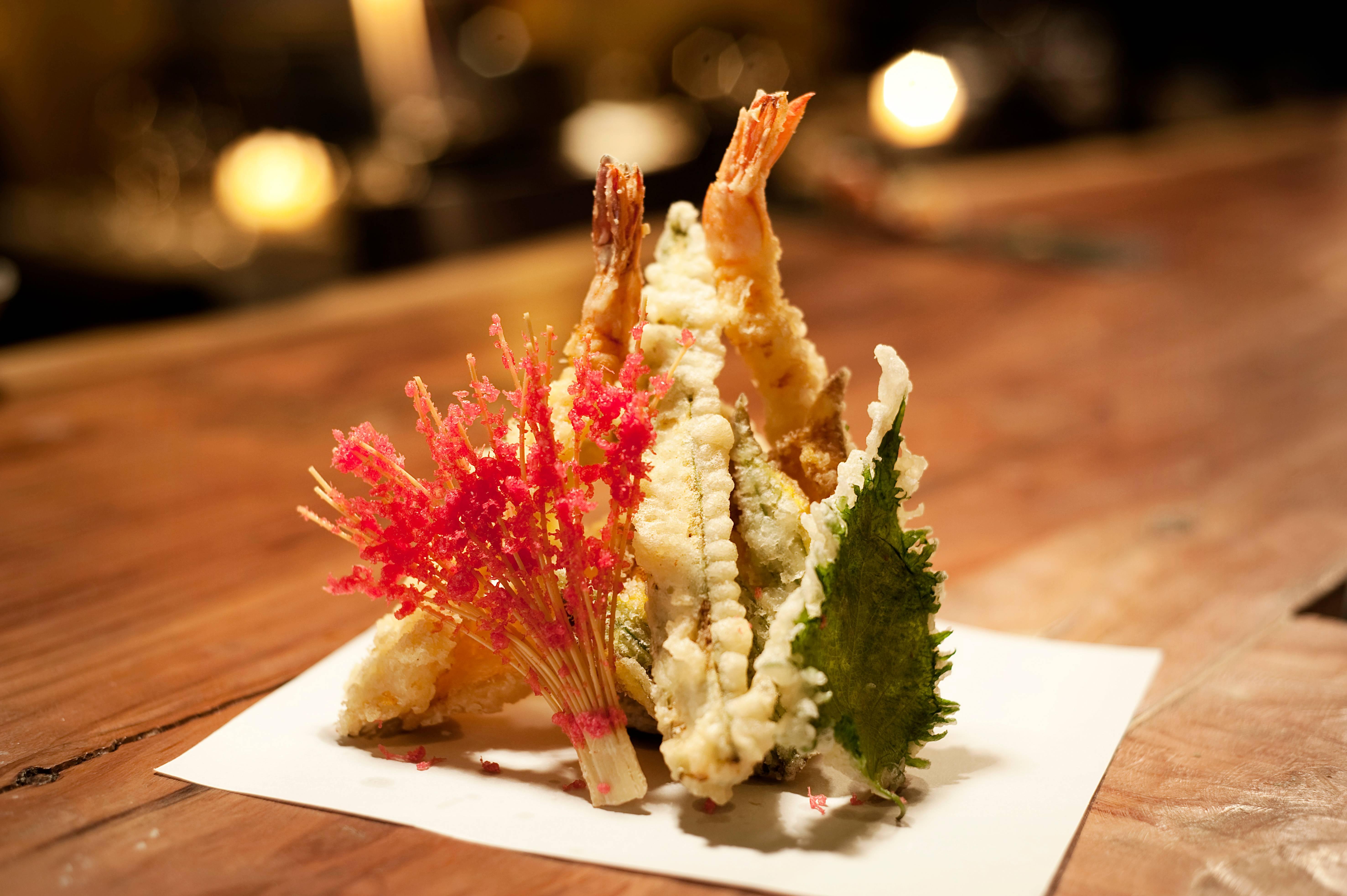 Um dos pratos do Finger's Porto Cervo, tempurá de verdura e camarão
