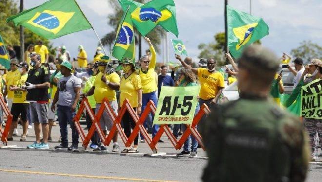Bolsonaro cogitou mandar tropas para ocupar o STF