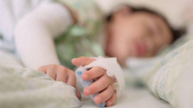 Um pequeno número de crianças desenvolve uma reação inflamatória grave relacionada à Covid-19