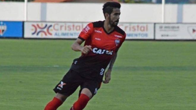 Coritiba está próximo de contratar lateral que trabalhou com Barroca no Atlético-GO
