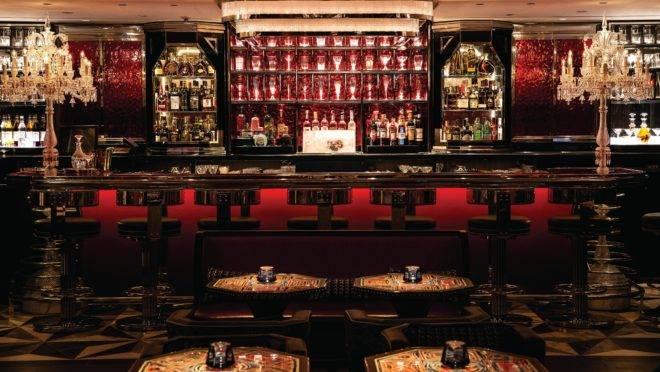 Loja de departamento mais famosa de Londres, Harrods ganha Baccarat Bar em seu espaço. Foto: Barney/Divulgação
