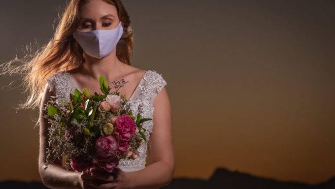 """Juliana Marfut se casaria com o dentista Lucas Leme em junho deste ano, mas precisou adiar a festa para outubro: """"foi frustrante"""""""