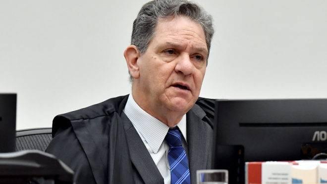 De olho em vaga no Supremo, presidente do STJ se aproxima de Bolsonaro