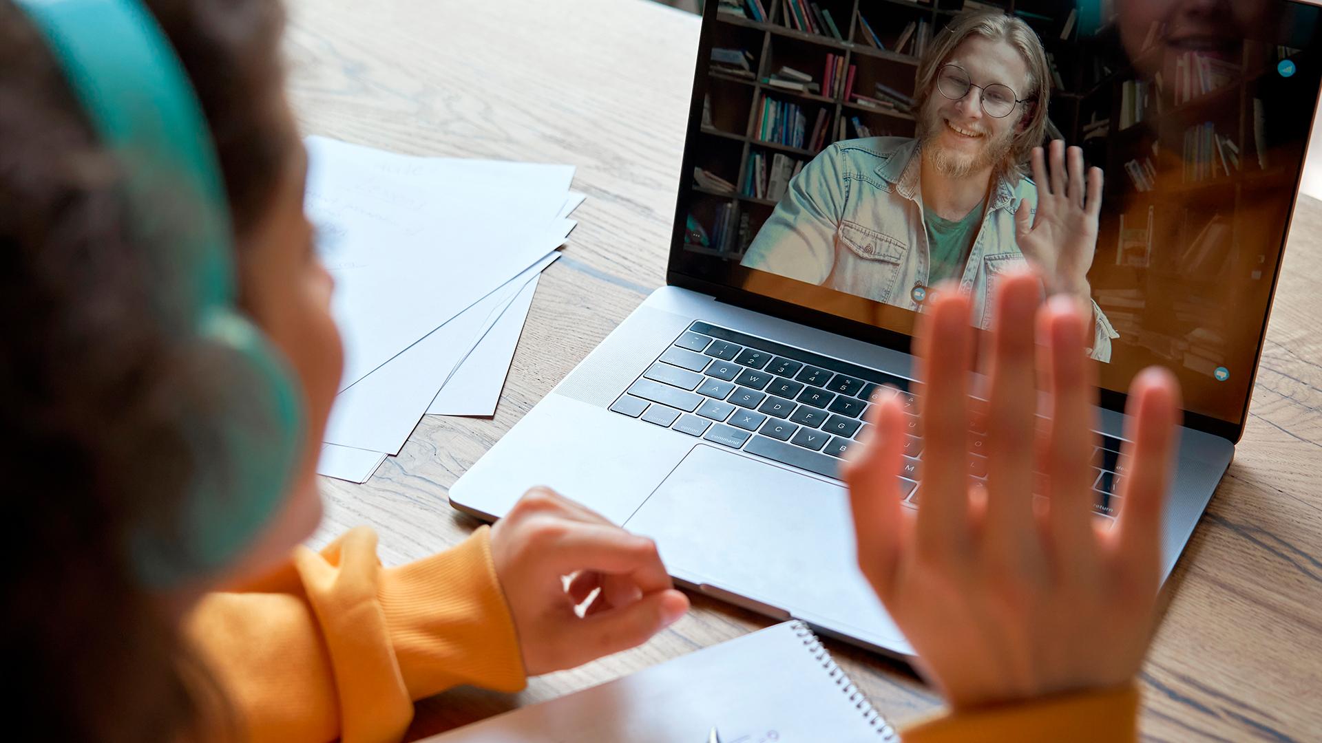 Professores serão indispensáveis na condução do processo de aprendizagem e a interação com os estudantes será mantida e valorizada, seja em atividades presenciais ou digitais.