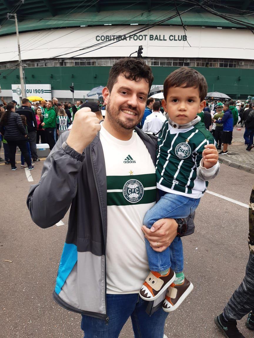 O advogado Elizeu Junior e o filho Pedro. Foto: Acervo pessoal
