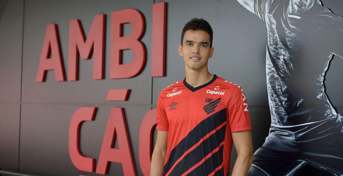 Aguilar deve aos poucos ir conquistando mais espaço no time. Foto: Divulgação/Athletico
