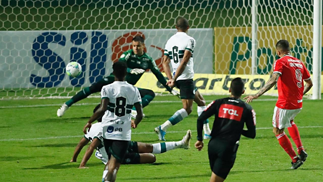 Detalhe do gol  do Internacional. Foto: Albari Rosa, Foto Digital, Gazeta do Povo