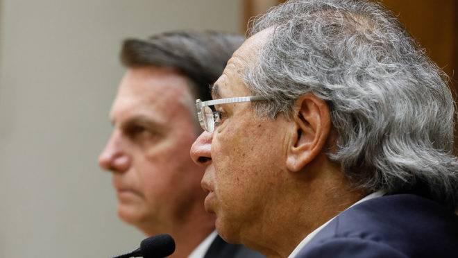 O ministro da Economia, Paulo Guedes, durante reunião com o presidente Jair Bolsonaro