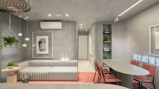 Apartamento decorado do empreendimento Arch Palhano, da Vanguard, em Londrina, destaca o cimento queimado, amadeirados claros e muitas curvas. Foto: Fellipe Lima/Divulgação