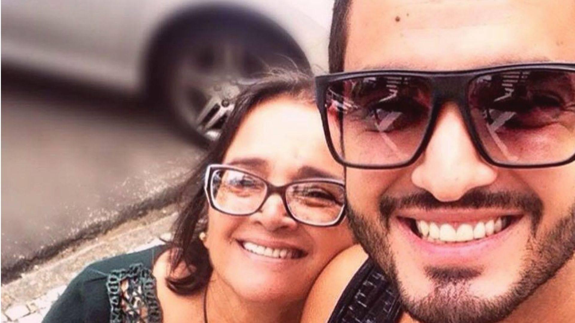 Angela Santos, aposentada de 66 anos, com o filho João Paulo, que também foi infectado pela Covid-19, mas teve sintomas leves
