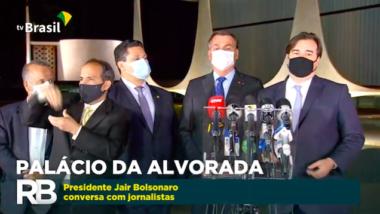 Com Maia e Alcolumbre, Bolsonaro firma pacto em respeito ao teto de gastos