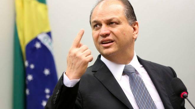 Bolsonaro na Câmara, defendeu o debate de uma nova Constituição para o Brasil, com mais deveres do que direitos.