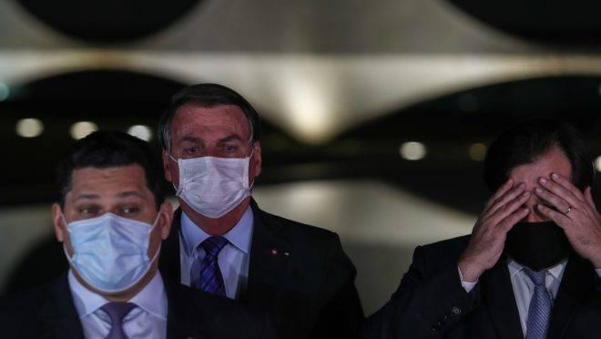 """Com pronunciamento conjunto em defesa do teto de gastos, Bolsonaro breca movimento """"fura-teto"""" no governo."""