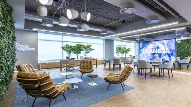 Projeto de interiores da AW para o escritório da Serasa Experian, em São Paulo. Foto: Alexandre Jafo/Divulgação