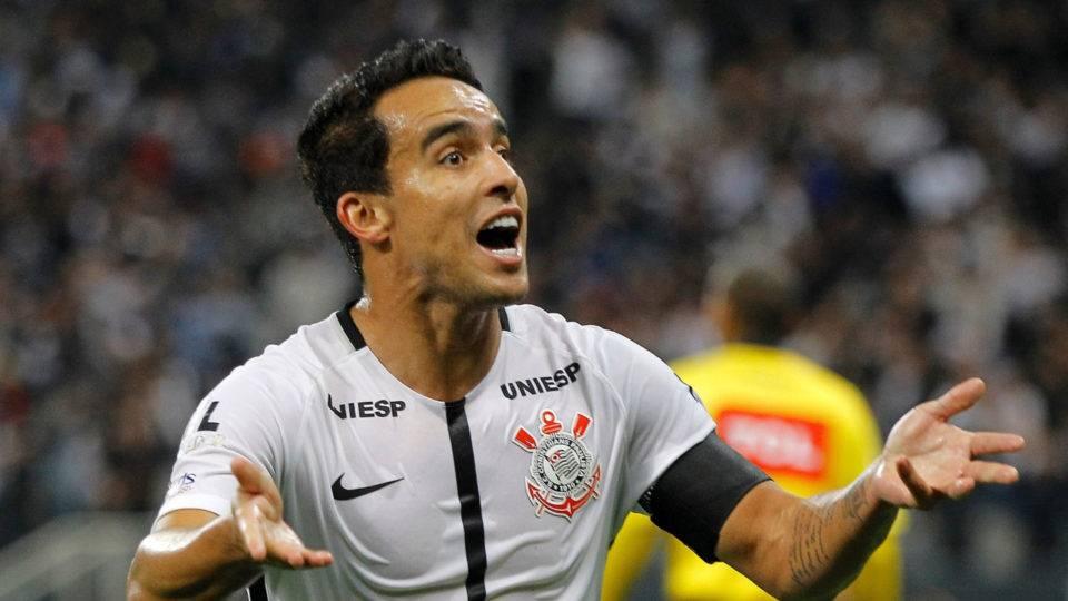 Corinthians defende Jadson e repudia declaração de Pastana, do Coritiba